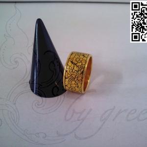 แหวนแบน ถมทอง 1 cm.ลายดอกพุดตาน งานลูกค้าสั่งทำ โดย เครื่องถมนคร by green