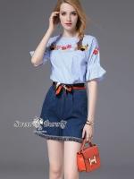 เสื้อผ้าเกาหลีพร้อมส่ง Glamorous Stripe Embroidered With Short Jean Set