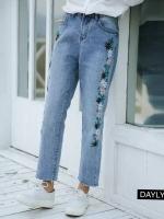 กางเกงทรงบอย ผ้ายีนส์ฟอกเนื้อนิ่ม แต่งปักดอกไม้ 2 ข้าง