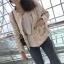 เสื้อผ้าแฟชั่นเกาหลีพร้อมส่ง เสื้อคลุมผ้าทวีต มีมุกติดที่กระเป๋าเสื้อ thumbnail 6