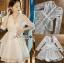 ชุดเดรสเกาหลีพร้อมส่ง เดรสผ้าลูกไม้สีขาวปักมุกตกแต่งระบาย thumbnail 9