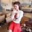 เสื้อผ้าเกาหลี พร้อมส่ง เสื้อไหมพรม ทอลายนกแก้วสีแดง ตรงช่วงอก สีสันเด่นชัด ตัวเสื้อเป็นสีขาวสวยงาม thumbnail 1