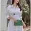 เสื้อผ้าเกาหลีพร้อมส่ง เชิ้ตเดรสผ้าคอตตอนสีขาวตกแต่งเชือกผูกด้านข้าง thumbnail 3