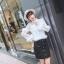 เสื้อผ้าเกาหลีพร้อมส่ง เสื้อลูกไม้ขาวแต่งขนมิ้ง น่ารักมากๆ thumbnail 3