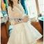 ชุดเดรสเกาหลีพร้อมส่ง เดรสผ้าลูกไม้สีขาวปักมุกตกแต่งระบาย thumbnail 4