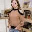 เสื้อผ้าแฟชั่นเกาหลีพร้อมส่ง เสื้อแขนยาว แต่งเว้าไหล่ ก thumbnail 3