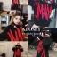 เสื้อผ้าเกาหลีพร้อมส่ง เสื้อไหมพรมเกาหลี MAMC พื้นดำทอลายตัดแดง thumbnail 6