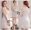 ( พร้อมส่งเสื้อผ้าเกาหลี) เดรสแขนกุดสีขาวตัดแต่งดอกไม้ช่วงอก ใครมองหาชุดปงานแต่งงานหรืองานหรู ขอแนะนำตัวนี้เลยค่ะ งานคัตติ้งดีมาก แพทเทิร์นสวยเป๊ะ ช่วงคอเป็นแบบคอสูง ด้านหน้าเป็นผ้าออร์แกนซ่าประดับดอกไม้เป็นคอวี ตัดต่อช่วงกระโปรงสีขาวเข้ารูป กระโปรงสั้น thumbnail 3