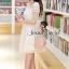 ( พร้อมส่งเสื้อผ้าเกาหลี) เนื้อผ้า Organdy สวยหวานด้วยงานเย็บประดับด้วยริบบิ้นเย็บประดิษฐ์เป็นลายสไตล์ Reteo ที่ช่วงอกและช่วงแขน เติมความหวานหรูด้วยโทนสีขาว ด้านในมีซับในเย็บติดถึงช่วงอกนะคะ ด้านบนโชว์ผิวสวยๆ นิด thumbnail 5