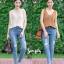 เสื้อผ้าเกาหลีพร้อมส่ง ยีนส์ฟอกสีสวย สกิดขาดหน้าขาเล็กๆ thumbnail 8