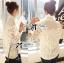 เสื้อผ้าเกาหลี พร้อมส่งเชิ้ตขาวตกแต่งผ้าตาข่ายและผ้าปักลายดอกไม้ thumbnail 6