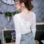 เสื้อผ้าแฟชั่นเกาหลีพร้อมส่ง เสื้อยืดผ้านิ่มแขนยาว ประดับสร้อยเพชรด้านหน้า thumbnail 4