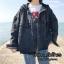 เสื้อผ้าเกาหลีพร้อมส่ง เสื้อ jacket jeans แต่งฮู๊ดด สกรีนลายด้านหลัง thumbnail 8