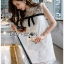 ชุดเดรสเกาหลีพร้อมส่ง เดรสผ้าลูกไม้ตกแต่งมุกสีขาวสไตล์เฟมินีน thumbnail 5