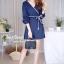 เสื้อผ้าเกาหลีพร้อมส่ง จัมพ์สูทขาสั้นคอวีแต่งปลายแขนเป็นชั้นเพิ่มความน่ารัก thumbnail 4