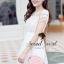 ( พร้อมส่งเสื้อผ้าเกาหลี) เนื้อผ้า Organdy สวยหวานด้วยงานเย็บประดับด้วยริบบิ้นเย็บประดิษฐ์เป็นลายสไตล์ Reteo ที่ช่วงอกและช่วงแขน เติมความหวานหรูด้วยโทนสีขาว ด้านในมีซับในเย็บติดถึงช่วงอกนะคะ ด้านบนโชว์ผิวสวยๆ นิด thumbnail 4