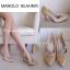 รองเท้าคัชชูส้นสูงสไตล์ Manolo Blahnik ที่ทั้งเริ่ดและทั้งหรู งานเหมือนช้อปเป๊ะเลยจ้า ดีเทลงานผ้าซาติน เงางาม หรูหราฝุดๆ ด้านหน้าประดับอะไหล่ฝังเพชร มีไว้เถอะ มันสวยมากจริงๆ **รุ่นนี้พื้นตีแบรนด์ รับประกันงานเนี้ยบ รีบจองเลยจ้า** สี ทอง น้ำเงิน แดง ดำ ไซส thumbnail 2