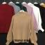 เสื้อผ้าเกาหลีพร้อมส่ง เสื้อไหมพรมคอปีนแขนบอลลูน ผ้าร่อง thumbnail 1