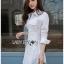 เสื้อผ้าเกาหลีพร้อมส่ง เชิ้ตเดรสผ้าคอตตอนสีขาวตกแต่งเชือกผูกด้านข้าง thumbnail 2