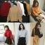 เสื้อผ้าเกาหลีพร้อมส่ง เสื้อไหมพรมคอปีนแขนบอลลูน ผ้าร่อง thumbnail 2
