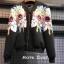 เสื้อผ้าแฟชั่นพร้อมส่ง Jacket สีดำลายดอกไม้ประดับคริสตัลวิ้งๆ thumbnail 3