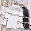 เสื้อผ้าเกาหลีพร้อมส่ง เสื้อแขนบานระบาย 3 ชั้นตัดกุ๊นขอบดำขาวเ thumbnail 5