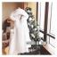 เสื้อผ้าเกาหลีพร้อมส่ง เสื้อโคชตัวยาวสีขาวมีฮู้ดขนมิ้ง thumbnail 5