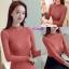 เสื้อผ้าเกาหลีพร้อมส่ง เสื้อไหมพรมคอหยักแต่งมุกรอบคอสวยๆค่ะ thumbnail 3