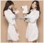 เสื้อผ้าเกาหลีพร้อมส่ง เชิ้ตเดรสผ้าคอตตอนสีขาวตกแต่งเชือกผูกด้านข้าง thumbnail 7