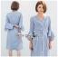 ชุดเดรสเกาหลีพร้อมส่ง เดรสผ้าคอตตอนสีฟ้าลายทางแขนระบาย thumbnail 3