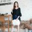 เสื้อผ้าเกาหลีพร้อมส่ง เสื้อคอวีกว้างเเต่งระบายๆ thumbnail 6