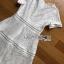 ชุดเดรสเกาหลีพร้อมส่ง เดรสผ้าลูกไม้สีขาวตัดต่อเลเยอร์ลายทาง thumbnail 10