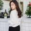 เสื้อผ้าเกาหลีพร้อมส่ง V x Embroidered เสื้อคอวีไขว้ด้านหน้า thumbnail 3