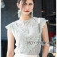 เสื้อผ้าเกาหลีพร้อมส่ง เสื้อแขนกุดผ้าลูกไม้สไตล์เบสิก thumbnail 1