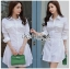 เสื้อผ้าเกาหลีพร้อมส่ง เชิ้ตเดรสผ้าคอตตอนสีขาวตกแต่งเชือกผูกด้านข้าง thumbnail 5