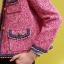เสื้อผ้าแฟชั่นพร้อมส่ง เสื้อแจ๊คเก็ตคอกลมแขนยาว ใช้ผ้าวูลทวีตทอลายซิกเนเจอร์ของแบรนด์ thumbnail 4