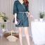 เสื้อผ้าเกาหลีพร้อมส่ง จัมพ์สูทขาสั้นคอวีแต่งปลายแขนเป็นชั้นเพิ่มความน่ารัก thumbnail 3