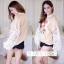 เสื้อผ้าเกาหลีพร้อมส่ง เสื้อแขนยาวแต่งผ้าลูกไม้ตรงแขนเสื้อ thumbnail 4