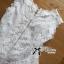 เสื้อผ้าเกาหลีพร้อมส่ง เสื้อแขนกุดคอสูงผ้าลูกไม้ตกแต่งชาย thumbnail 10