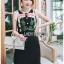 ชุดเดรสเกาหลีพร้อมส่ง เดรสผ้าเครปสีดำปักลายดอกกุหลาบ thumbnail 2