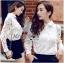 เสื้อผ้าเกาหลี พร้อมส่งเชิ้ตขาวตกแต่งผ้าตาข่ายและผ้าปักลายดอกไม้ thumbnail 5