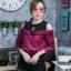 เสื้อผ้าเกาหลีพร้อมส่งเสื้อเชิ้ตแขนยาวต่อผ้ายืดช่วงบน ดีไซน์เปิดไหล่ thumbnail 1