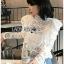 เสื้อผ้าแฟชั่นพร้อมส่ง เสื้อผ้าคอตตอนสีขาวทรงคอสูงฉลุลาย thumbnail 5