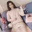 เสื้อผ้าเกาหลีพร้อมส่ง เสื้อไหมพรม ขนกระต่ายแต่งมุกที่คอและแขน thumbnail 5