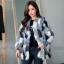 เสื้อผ้าเกาหลีพร้อมส่ง เสื้อคลุมขนเฟอร์บุผ้าต่วนมี 2 สีให้เลือก thumbnail 6
