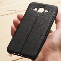 เคส Samsung Galaxy J7 เคสนิ่ม Hybrid เกรดพรีเมี่ยม ลายหนัง (ขอบนูนกันกล้อง) แบบที่ 2 (มีเส้นตรงกลาง)