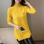 เสื้อกันหนาวไหมพรม พร้อมส่ง สีเหลืองสดใส คอเต่า แต่งผ่าด้านข้าง แขนยาว ตัวยาวคลุมสะโพก ใส่กันหนาวได้ค่ะ ผ้าไหมพรมมีความยืดหยุ่นได้
