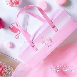 กล่อง Flamingo พิ้นชมพู มีหูหิ้ว 25x9x (H9cm)