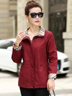 เสื้อกันหนาวแฟชั่น พร้อมส่ง สีแดง คอจีนแต่งลายสก๊อตเก๋ มีสายรูดด้านหลัง แบบน่ารัก มีสายรูดช่วงเอว มีซิบรูด ติดด้วยกระดุมแป๊ก