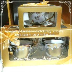 แก้วกาแฟเบญจรงค์พร้อมจานรอง 1 กล่อง มี 2 ชุด แก้วขนาด 9x9 cm. ลายแก้วคละลาย